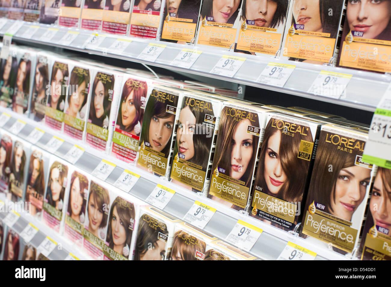 L ' Oreal Haare färben Produkte auf dem Display an einem Walgreens Flagship-Store in der Innenstadt von Stockbild