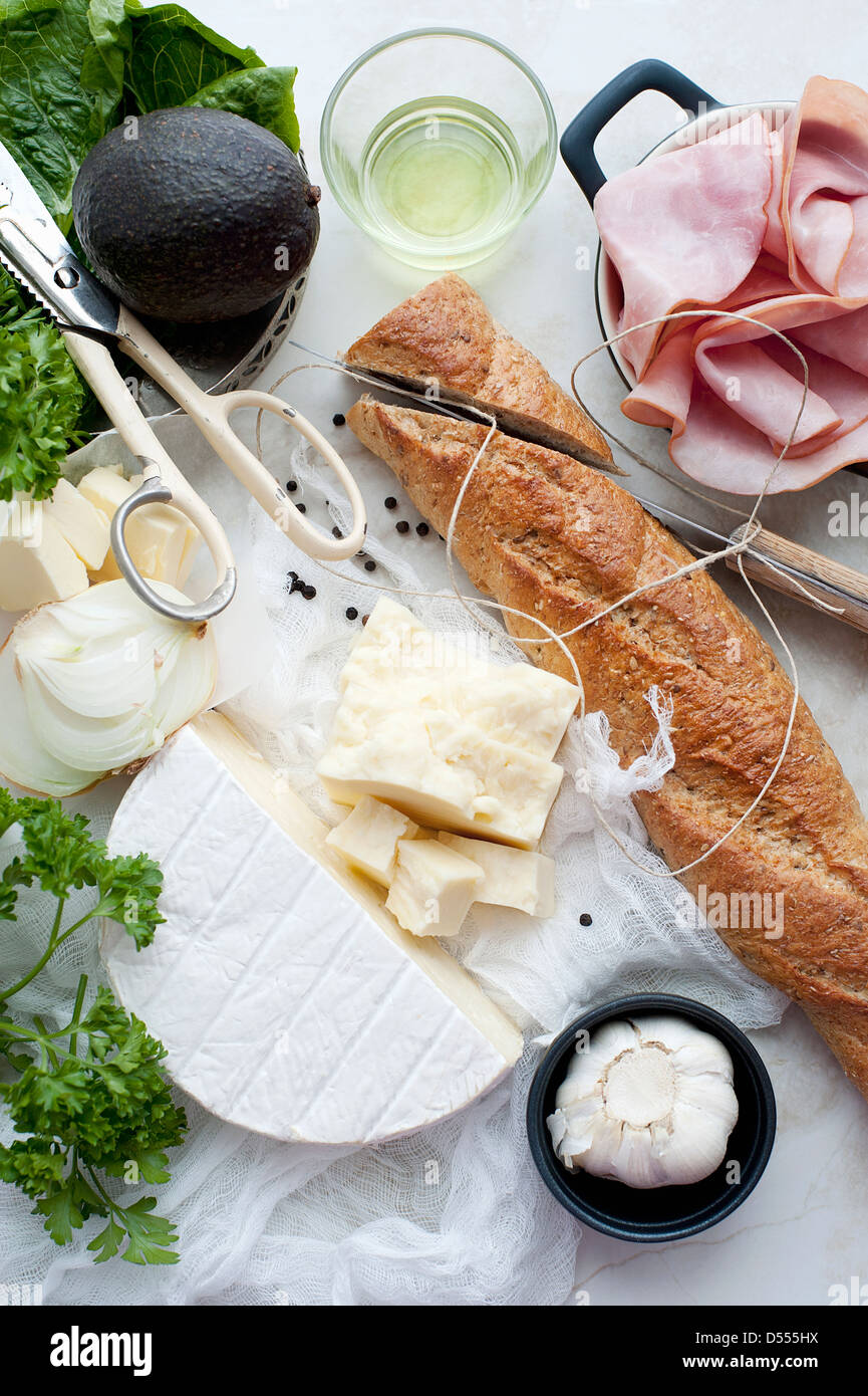 Brot, Fleisch, Käse und Öl Stockbild