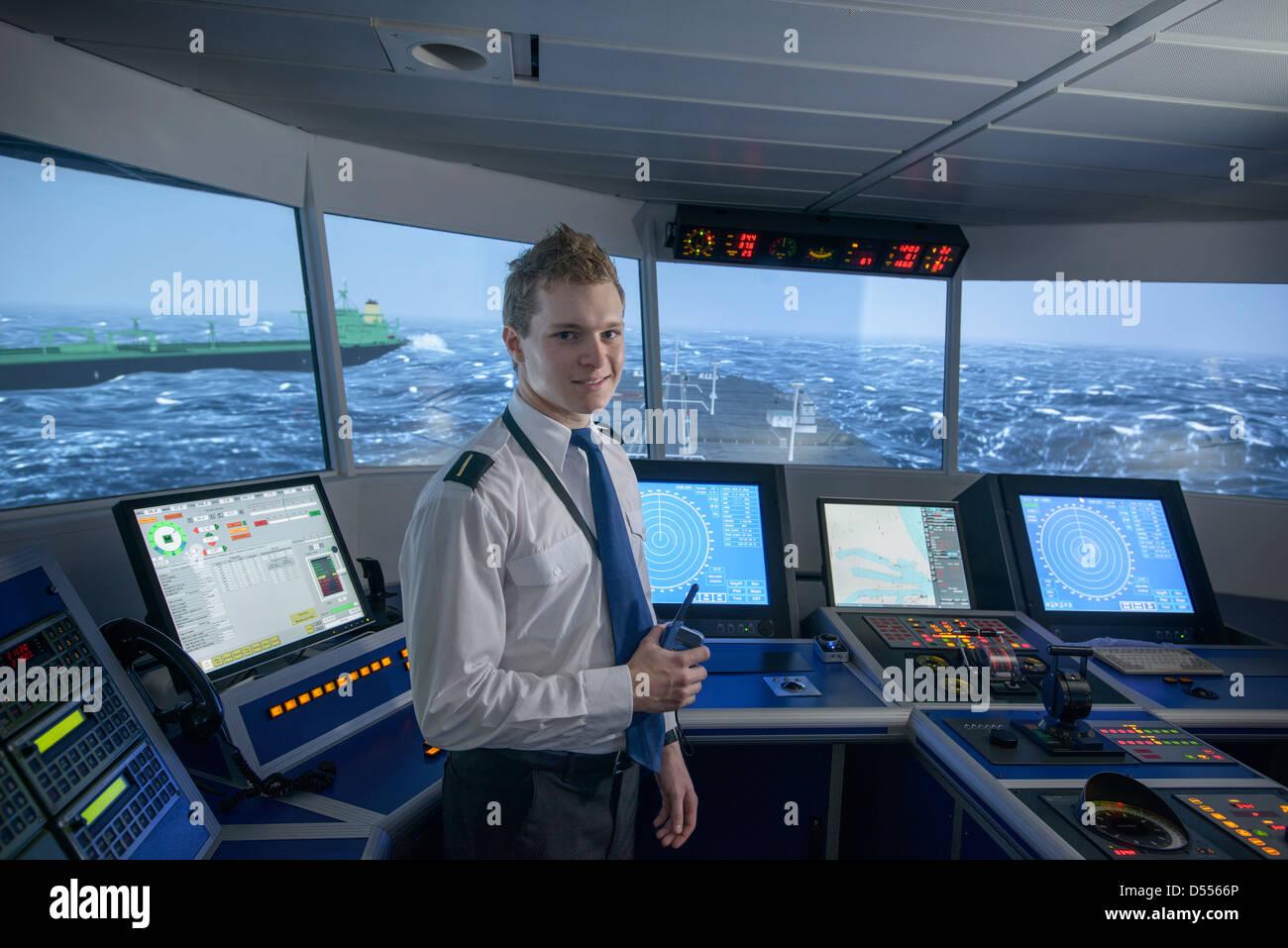 Personal auf Schiffen Brücke Stockbild