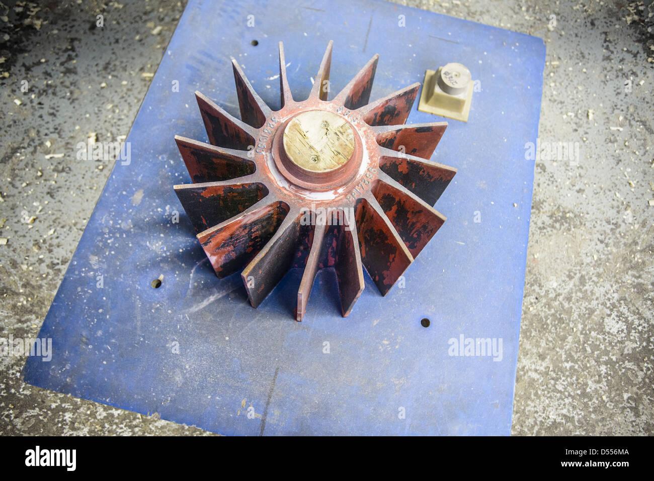 Metallgehäuse in Gießerei Stockbild