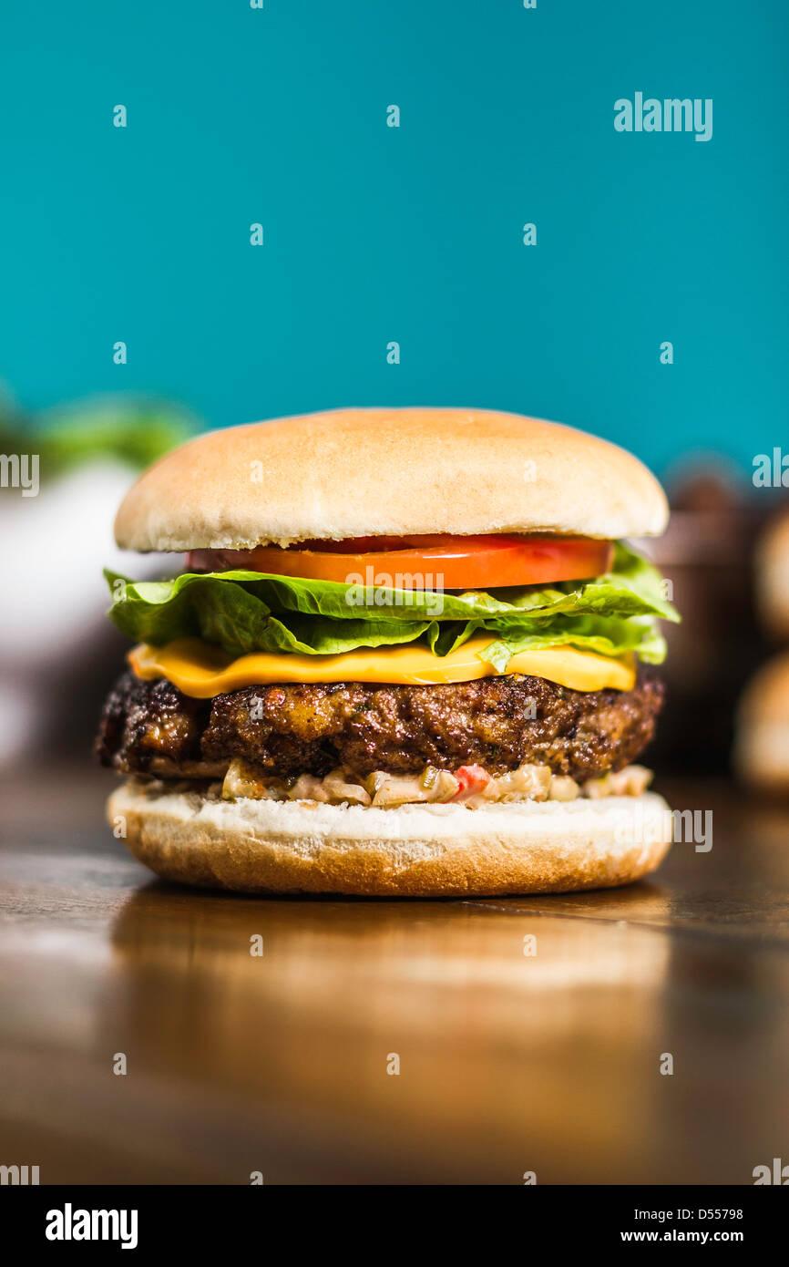 Nahaufnahme von cheeseburger Stockbild