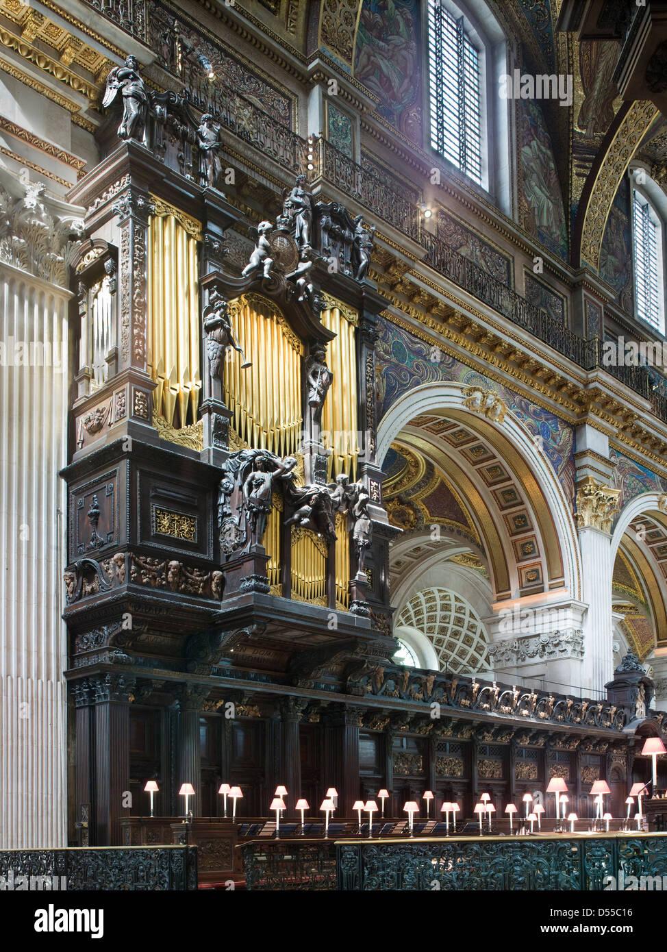 Str. Pauls Kathedrale Orgel Gehäuse und Chor Stände Stockbild