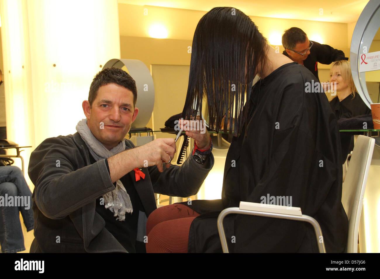 Janina Uhse bekommt neuen Haarschnitt von Wolfgang Zimmer im Rahmen ...