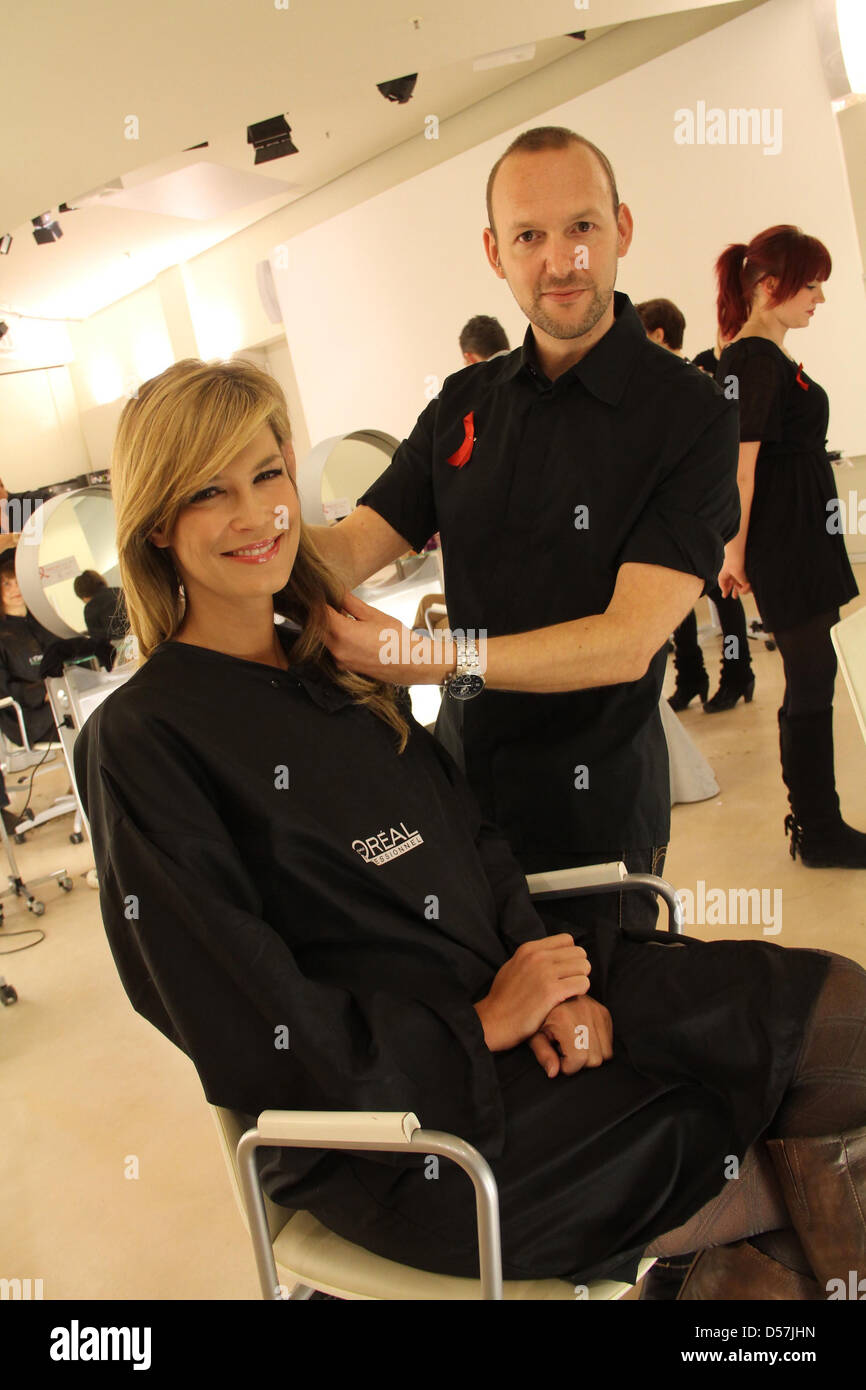 Verena Wriedt bekommt einen Haarschnitt Bela Fahrenwald im Rahmen ...