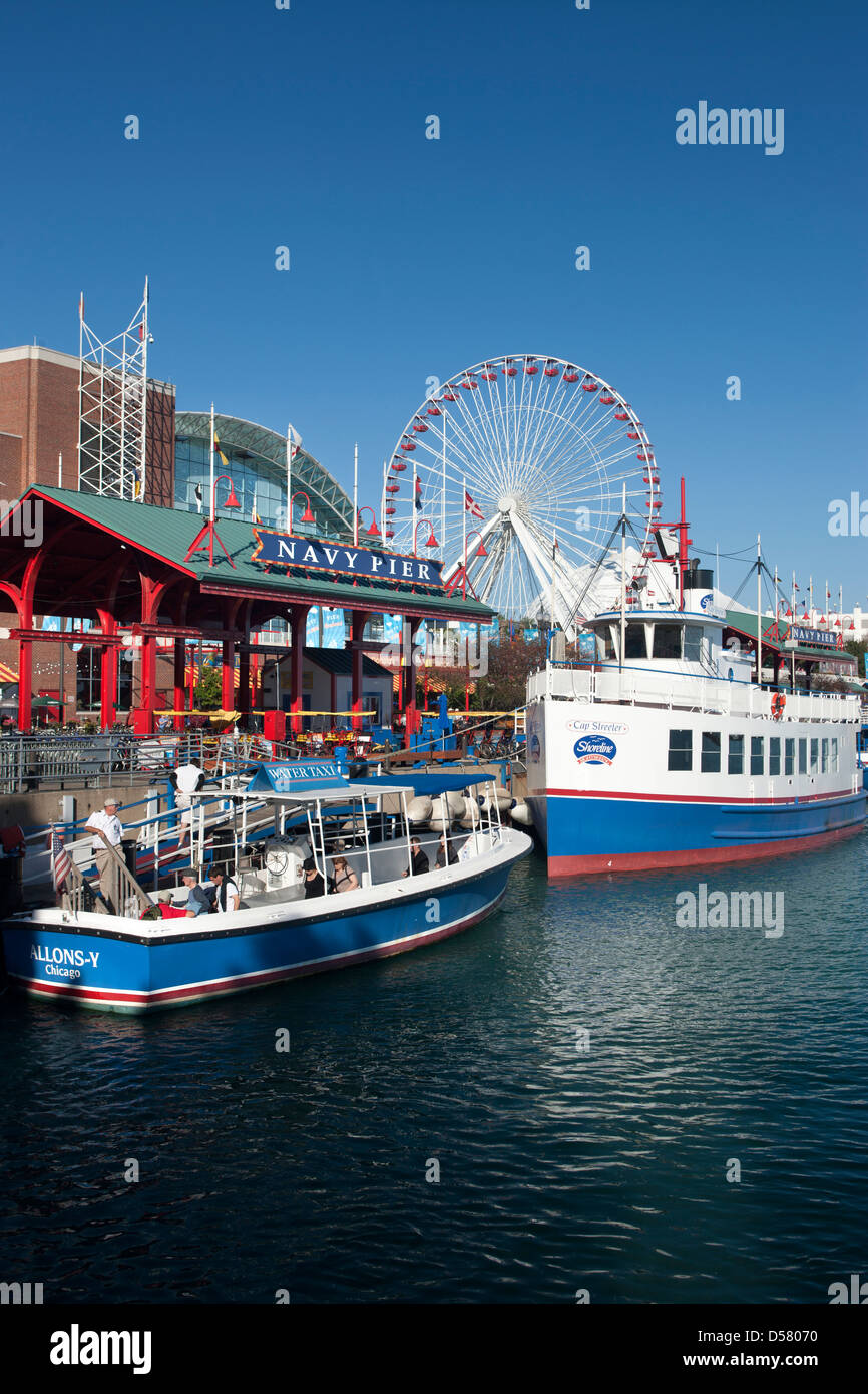 TOUR BOOTE NAVY PIER KAI DOWNTOWN CHICAGO ILLINOIS USA Stockfoto