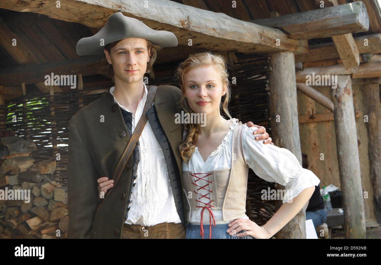 Prinzessin auf der erbse film  Schauspieler Rike Kloster und Robert Gwisdek darstellen wie Prinz ...