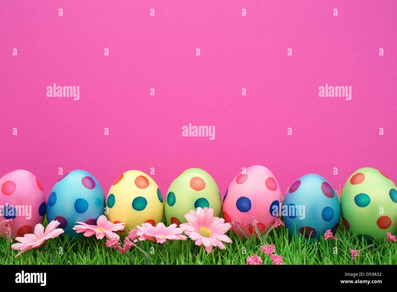 Ostereier mit Kopie Raum und rosa Hintergrund Stockbild