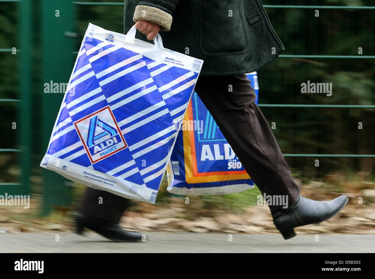 Aldi Nord Kühlschrank Mit Gefrierfach : Aldi bag stockfotos aldi bag bilder alamy