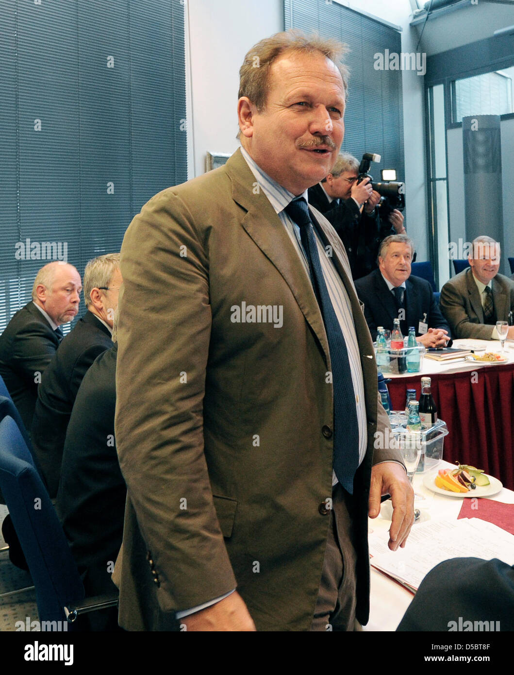 Der Chef der Stadtwerke Gewerkschaft Ver.di, Frank Bsirske