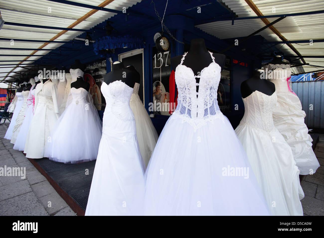 Warschau, Polen, wie der Markt für Hochzeitskleider auf dem Basar