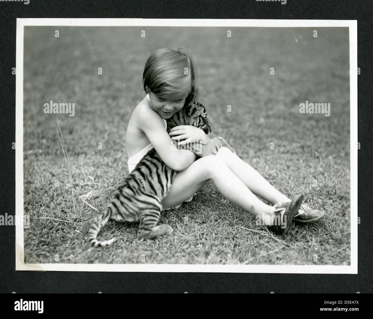 Nicht Identifizierte Kind Mit Tiger Cub Fotografierte Während Des