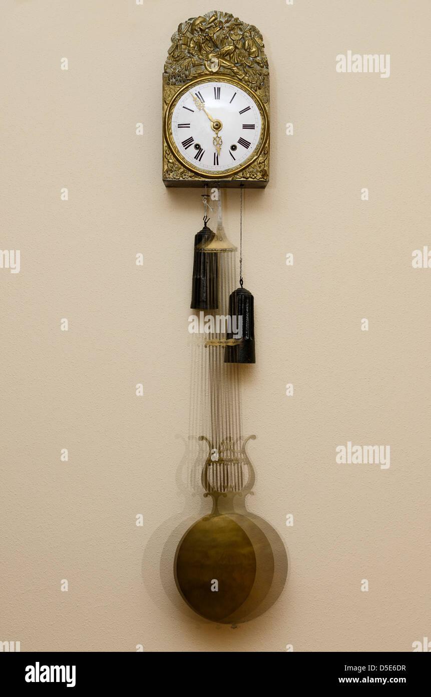 Alte Uhr Pendel in Bewegung Stockfoto, Bild: 55016803 - Alamy