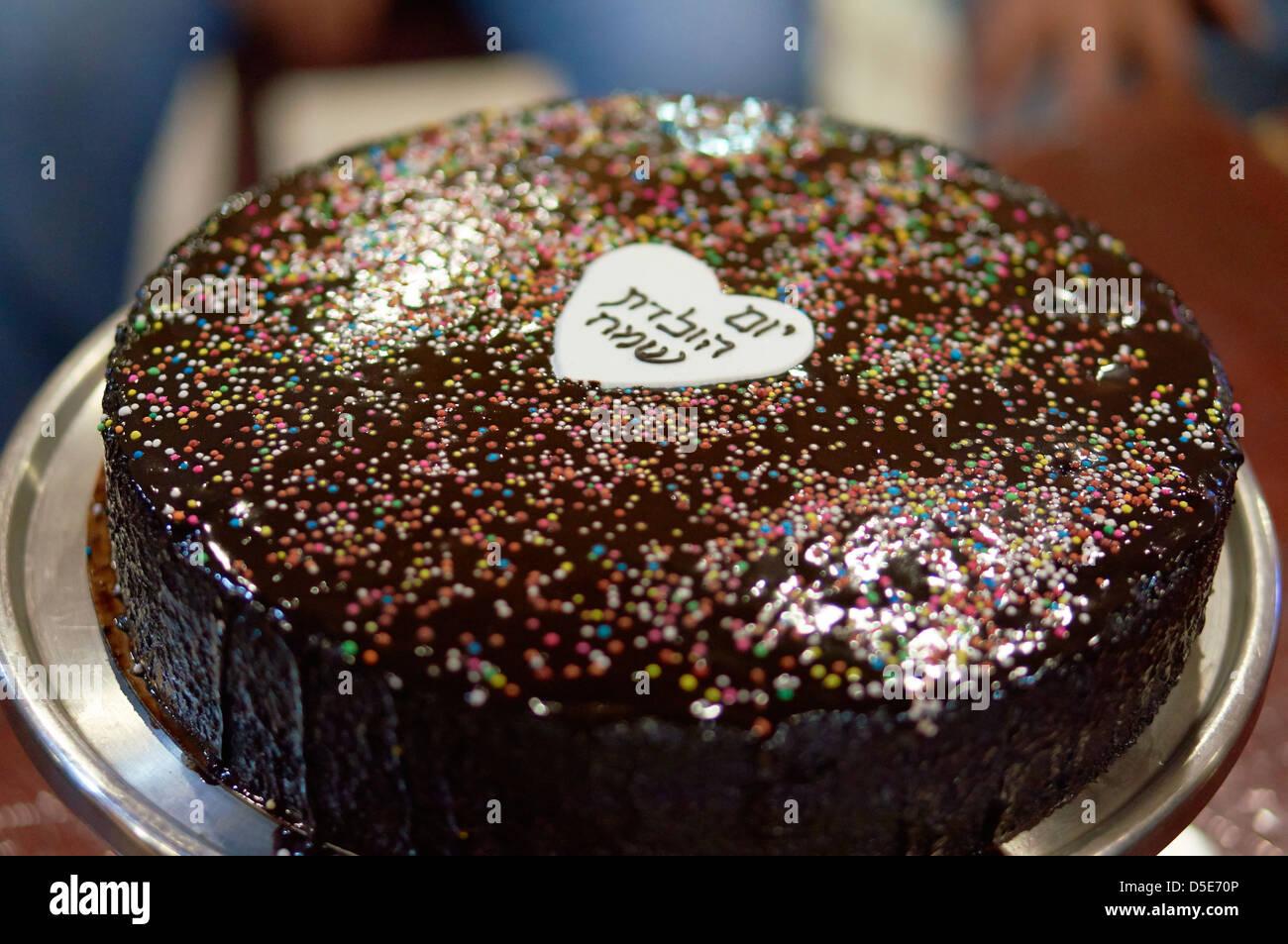 Geburtstagstorte Mit Herz In Der Mitte Stockfoto Bild 55017222 Alamy