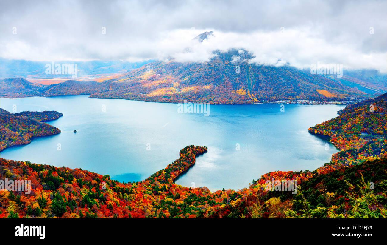 Landschaft von Mt. Nantai und See Chuzenji in Nikko, Japan. Stockbild