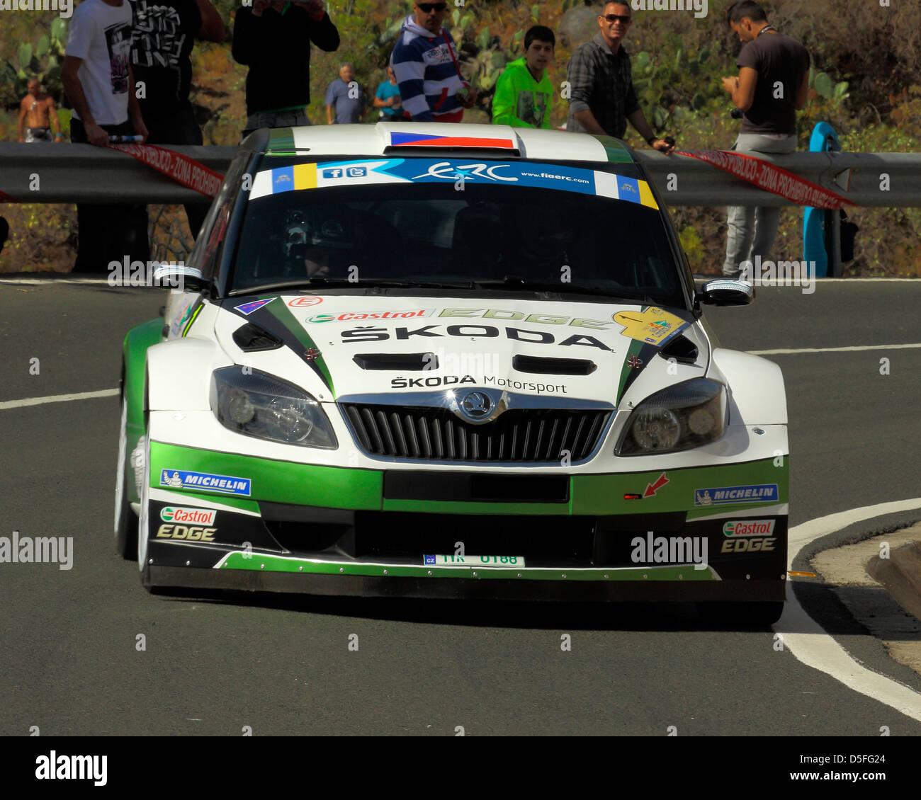 Jan Kopecky und Pavel Drezler auf der ERC Rally Islas Canarias zu konkurrieren. Stockbild
