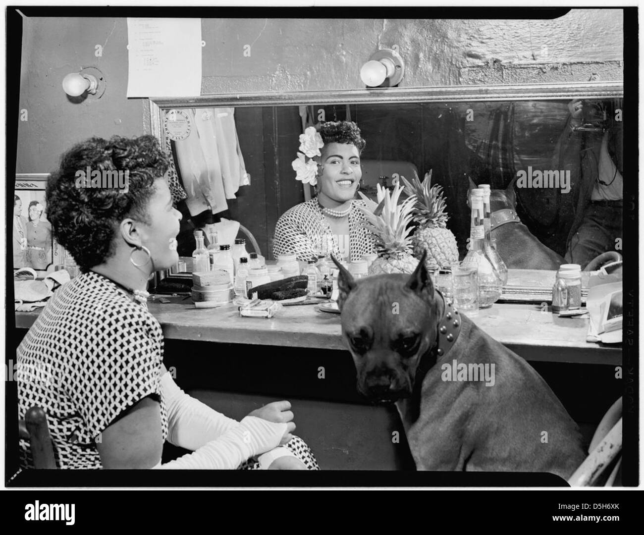 [Porträt von Billie Holiday, Downbeat(?), New York, N.Y., ca. Juni 1946] (LOC) Stockbild