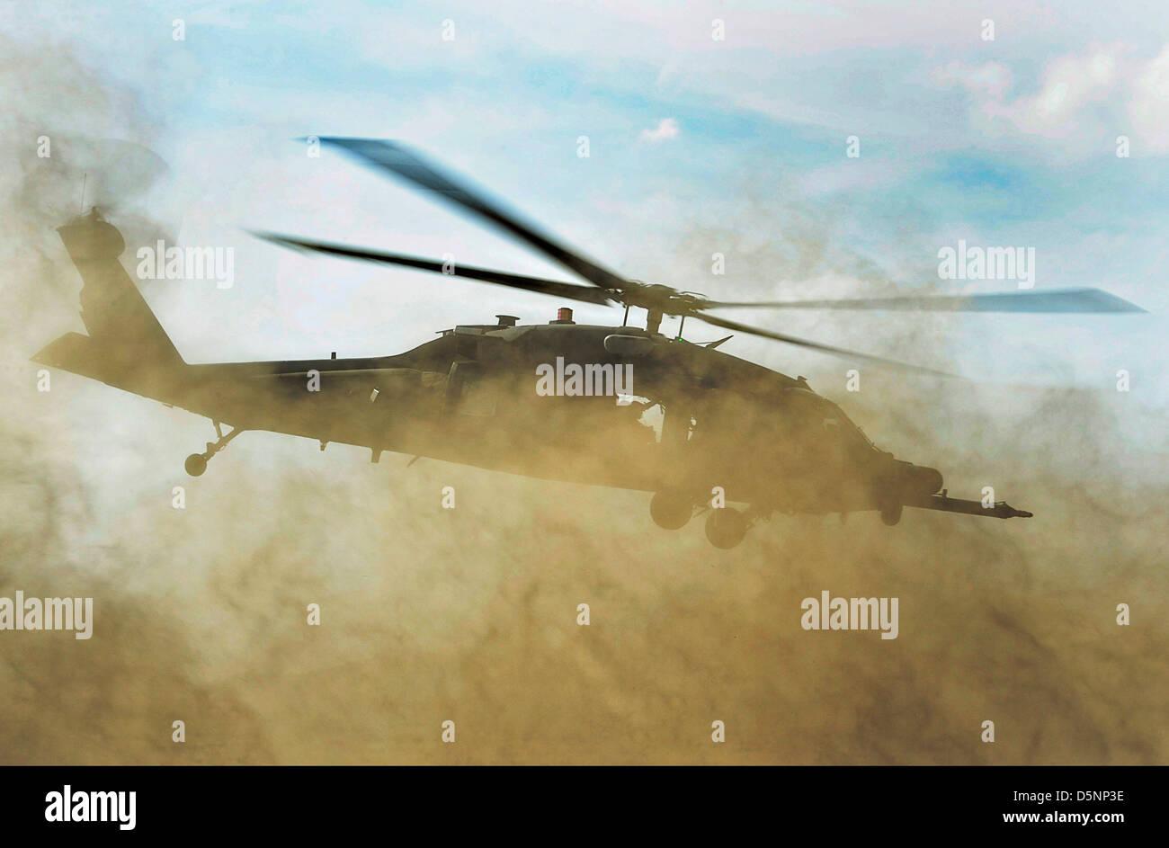 Ein Uns Air Force HH 60G Pave Hawk Hubschrauber Kommt Für Eine Schnelle  Landung,