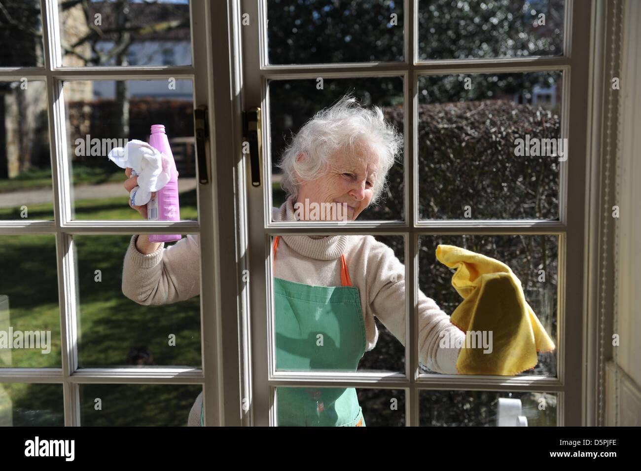 Fensterputzen bei sonnenschein bei sonnenschein nicht fenster putzen haushaltstipps fenster - Mobel steffens kuchen ...