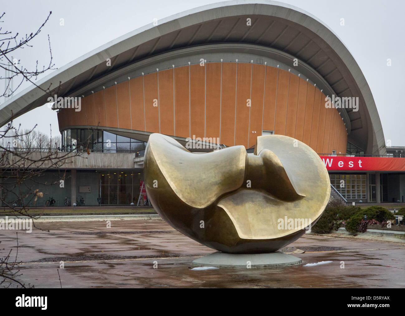 Hause der Kulturen der Welt ist ein Wahrzeichen von Berlin aus den 60er Jahren. Stockbild