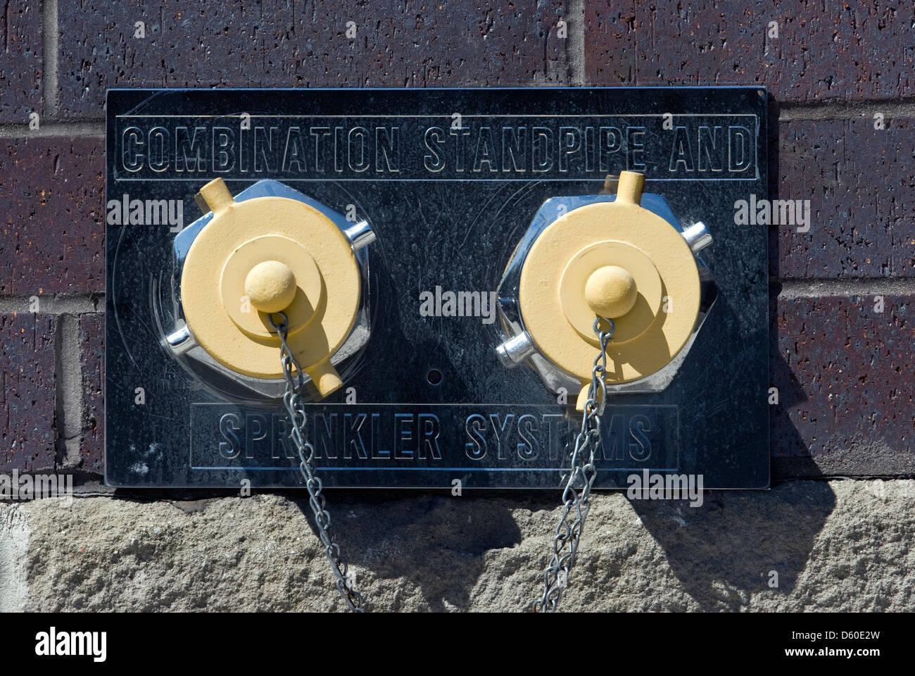 Wasseranschluss für die Feuerwehr, Kombination Standrohr und Sprinkleranlagen, USA, PublicGround Stockbild