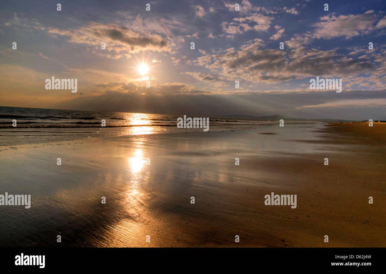 Sonnenuntergang am Aberavon Beach, Neath Port Talbot Wales UK Stockfoto