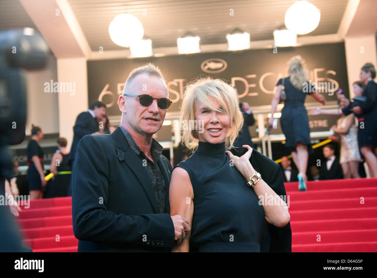 """Sänger Sting und seine Frau Trudie Styler kommen bei der Premiere von """"Mud"""" während der 65. Filmfestspiele von Cannes Stockfoto"""