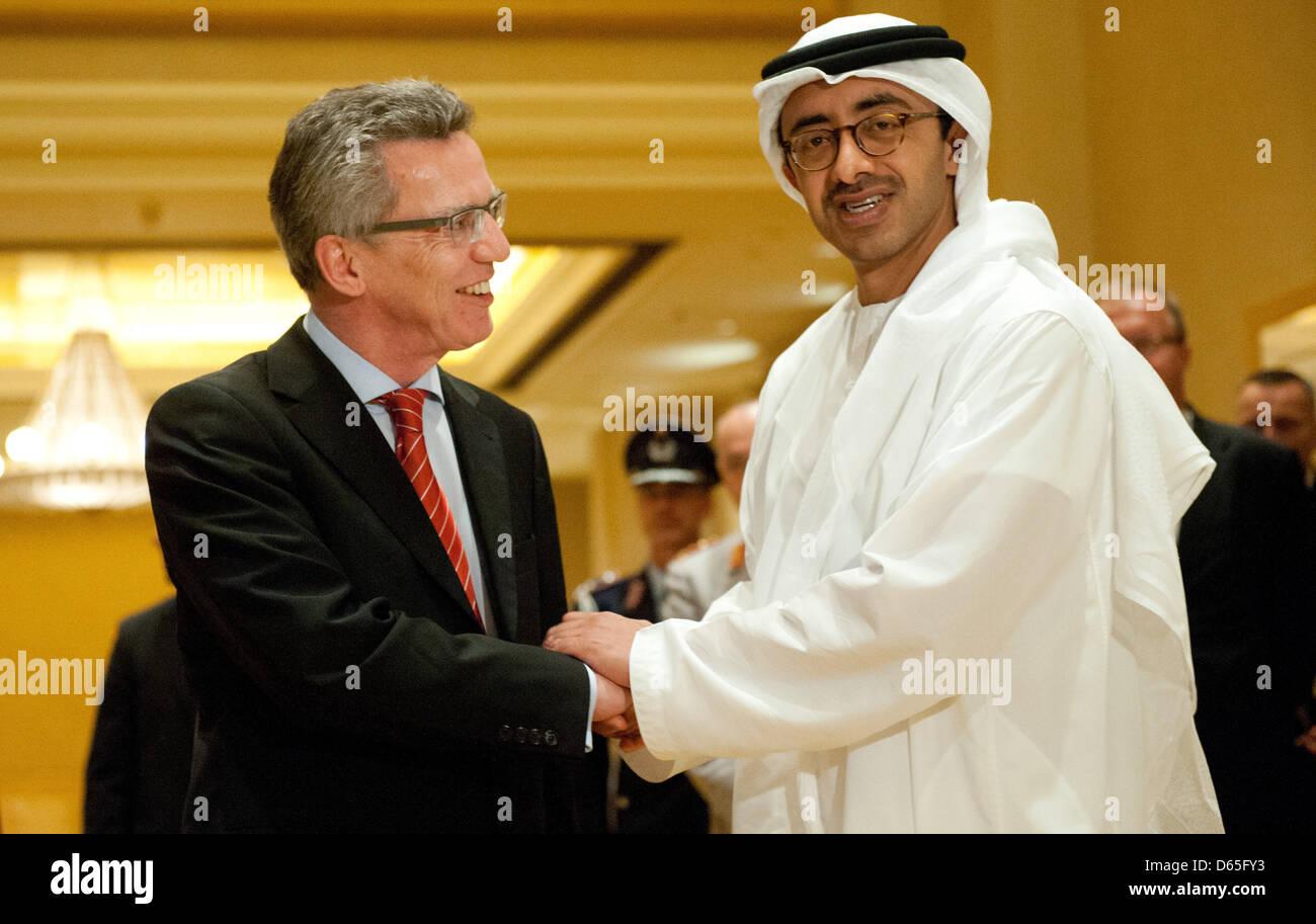 Verteidigungsminister Thomas de Maizière (CDU) Erfurts bin Quantenelektrodynamik (19.06.2012) in Abu Dhabi Stockbild