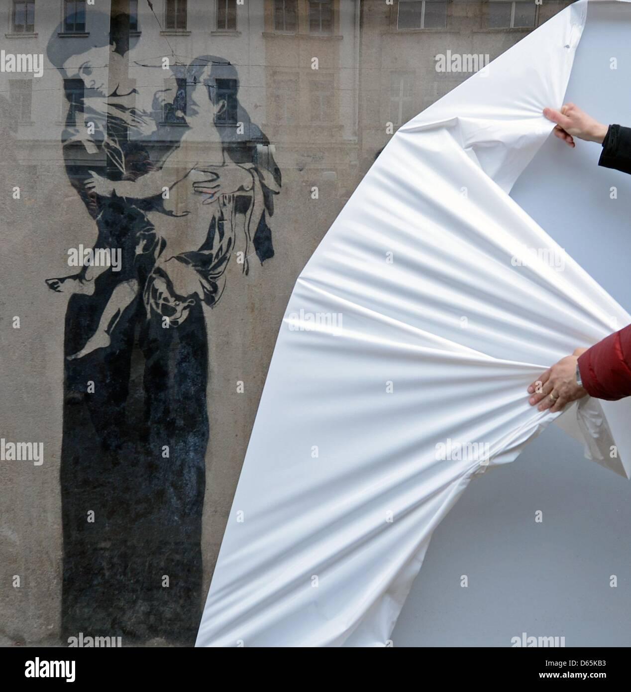 Das Restauriert Graffito Madonna Mit Kind Wird Vorgestellt In