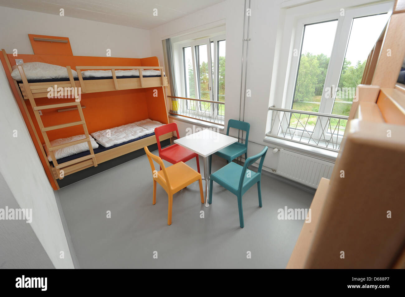 youth hostel in prora on stockfotos youth hostel in prora on bilder alamy. Black Bedroom Furniture Sets. Home Design Ideas