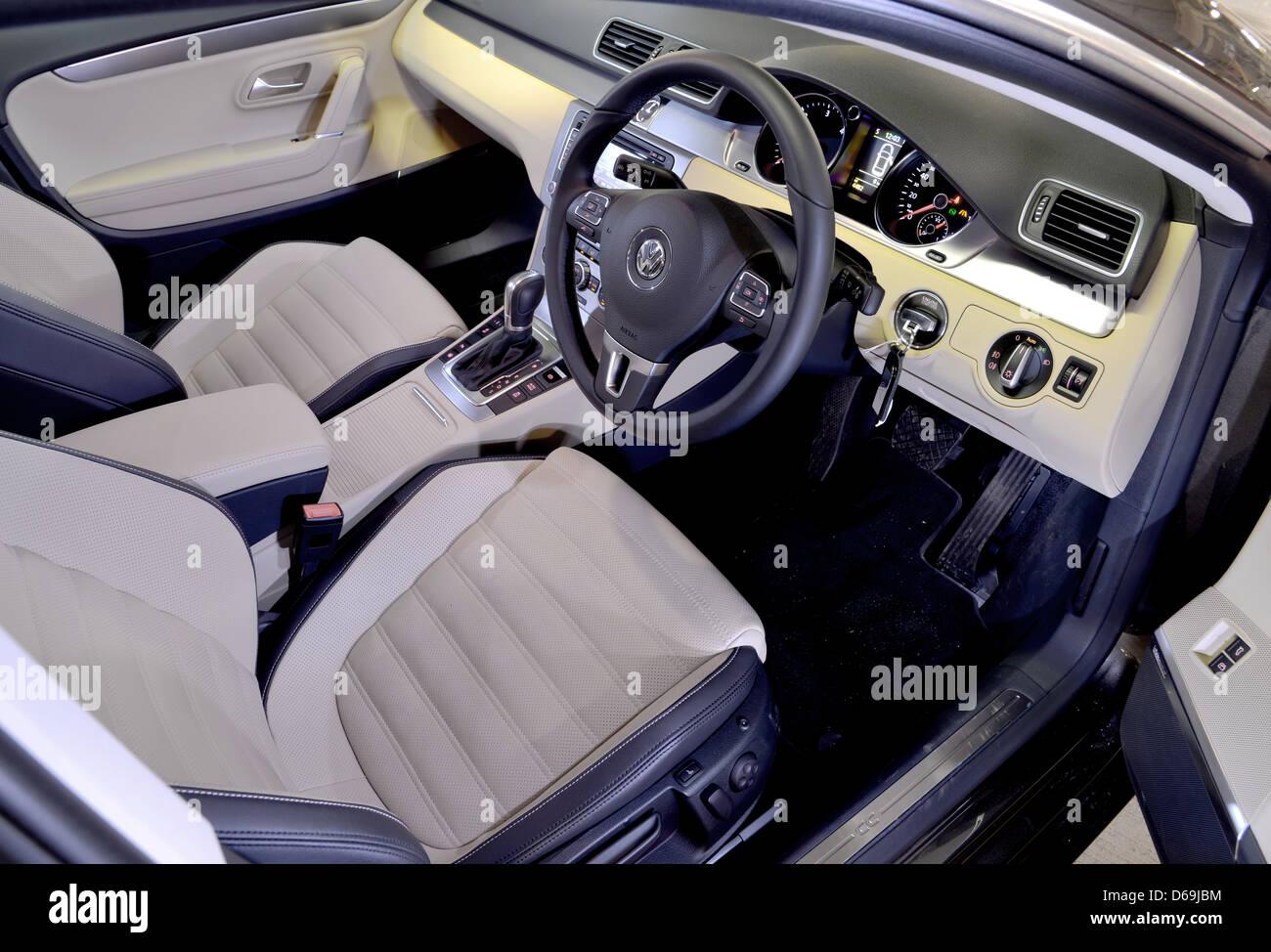 2012 2013 VW Volkswagen Passat CC Interieur Stockfoto, Bild ...