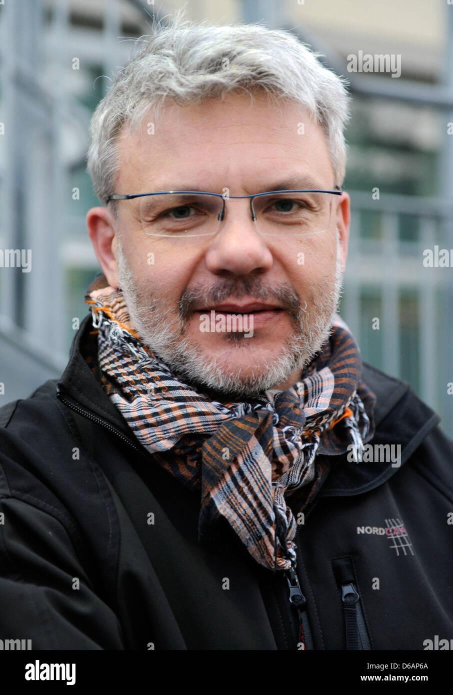 Militärarzt Willi Schmidbauer ist vor dem Bundeswehr-Krankenhaus in Hamburg, Deutschland, 15. April 2013 abgebildet. Stockbild