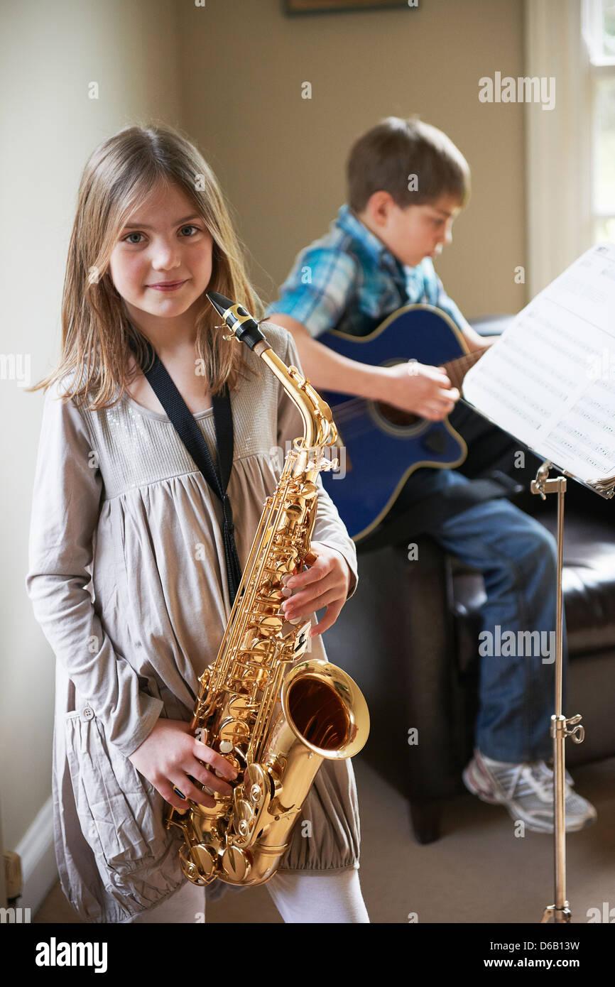 Saxophon im Mädchen