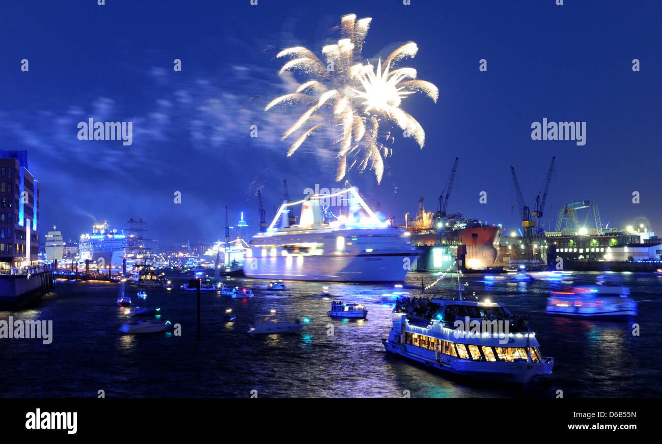 Kreuzfahrtschiffe Teilnehmen An Einer Parade Der Schiffe Hafen
