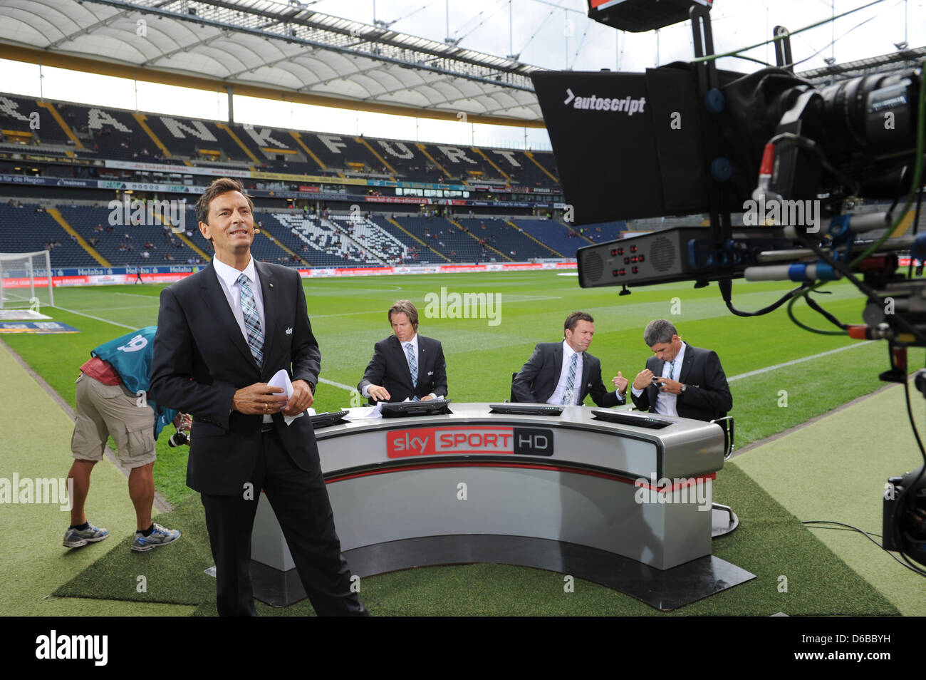 Tv Moderator Sebastian Hellmann L R Und Fussball Experten