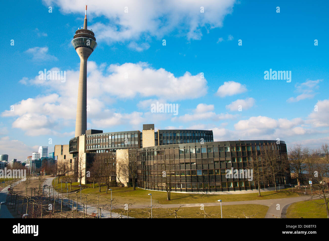 turm der rheinturm und landtag nordrhein westfalen montagehalle d sseldorf stadt nordrhein. Black Bedroom Furniture Sets. Home Design Ideas