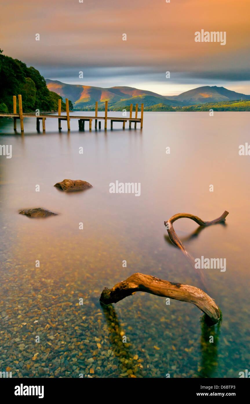 Derwent Wasser hohe Brandelhow Bootssteg Sonnenuntergang Keswick Lake District National Park Cumbria England UK Stockbild