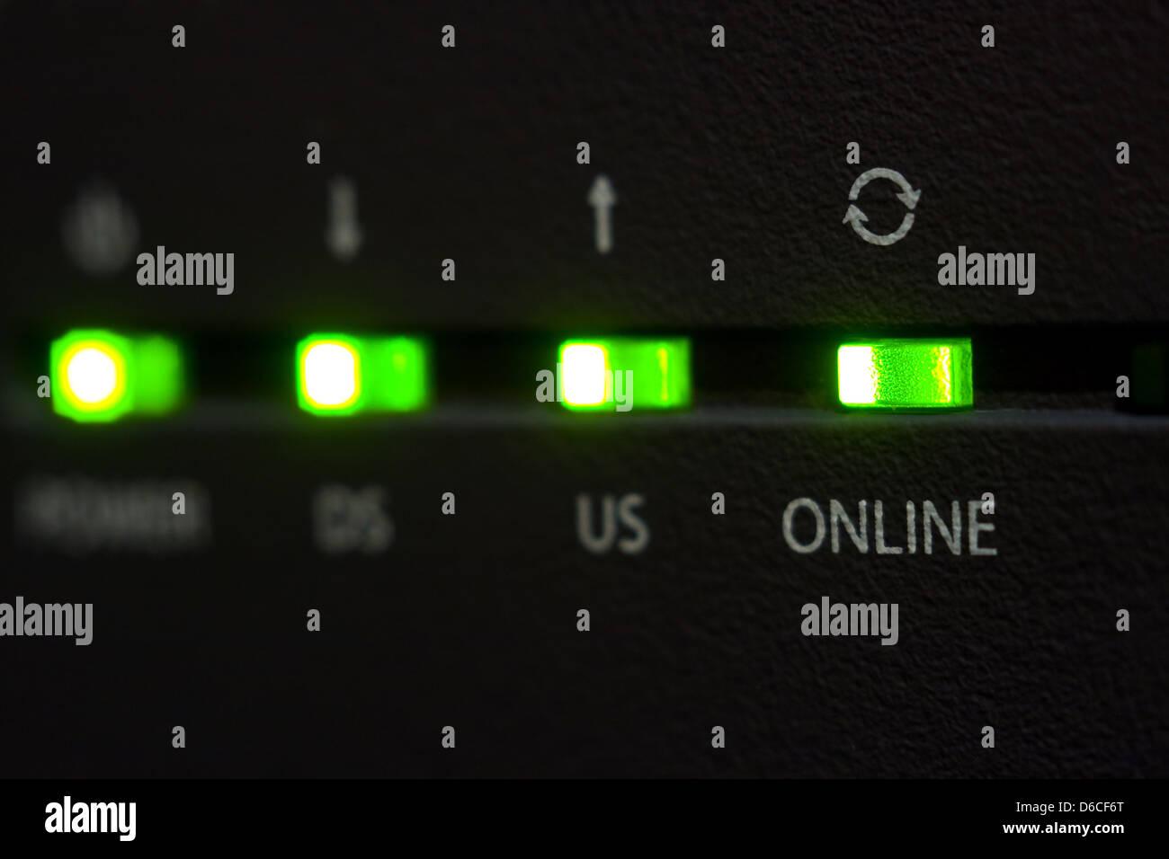 Leuchtdiode online Internet-Kabel-modem Stockbild