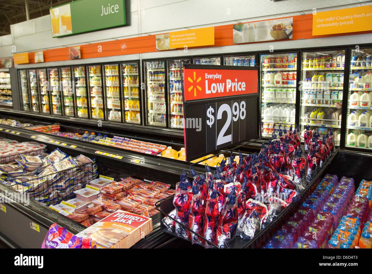 Sterling Heights, Michigan - Lebensmittelgeschäft Abschnitt eines Walmart-Geschäft. Stockbild