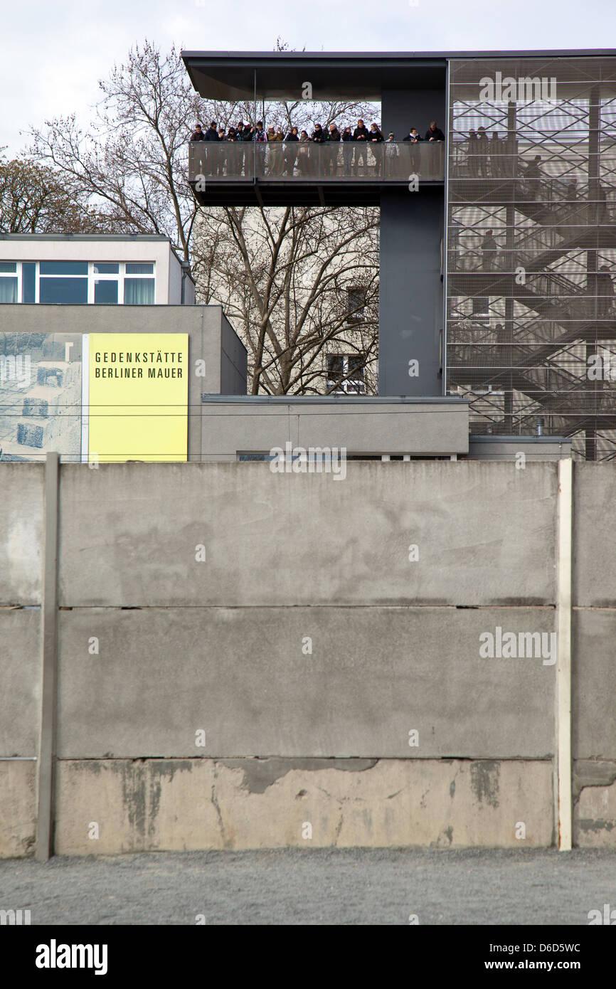 Berlin Deutschland Aussichtsturm An Der Gedenkstatte Bernauer Strasse Stockfotografie Alamy