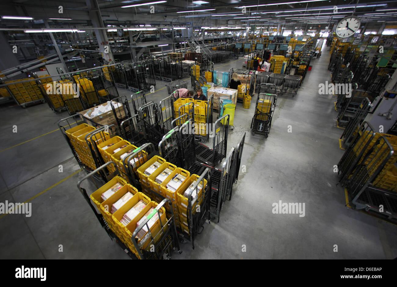 Neuer Brief Sortiermaschinen Sitzen Im Mail Center Der Deutschen
