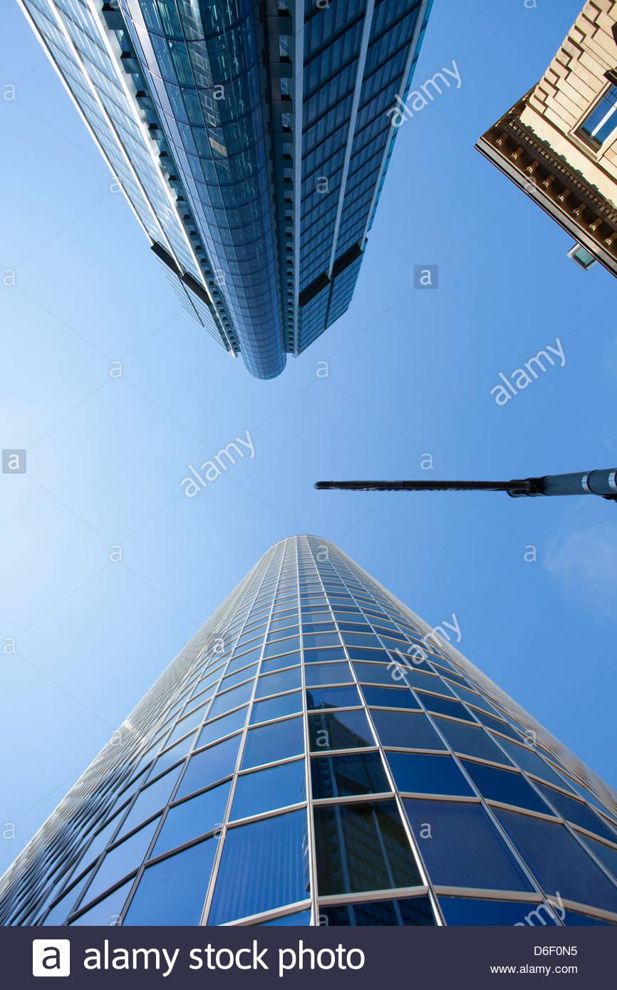 Modernes Bankgebäude Reflexion Glas Perspektive Stockbild