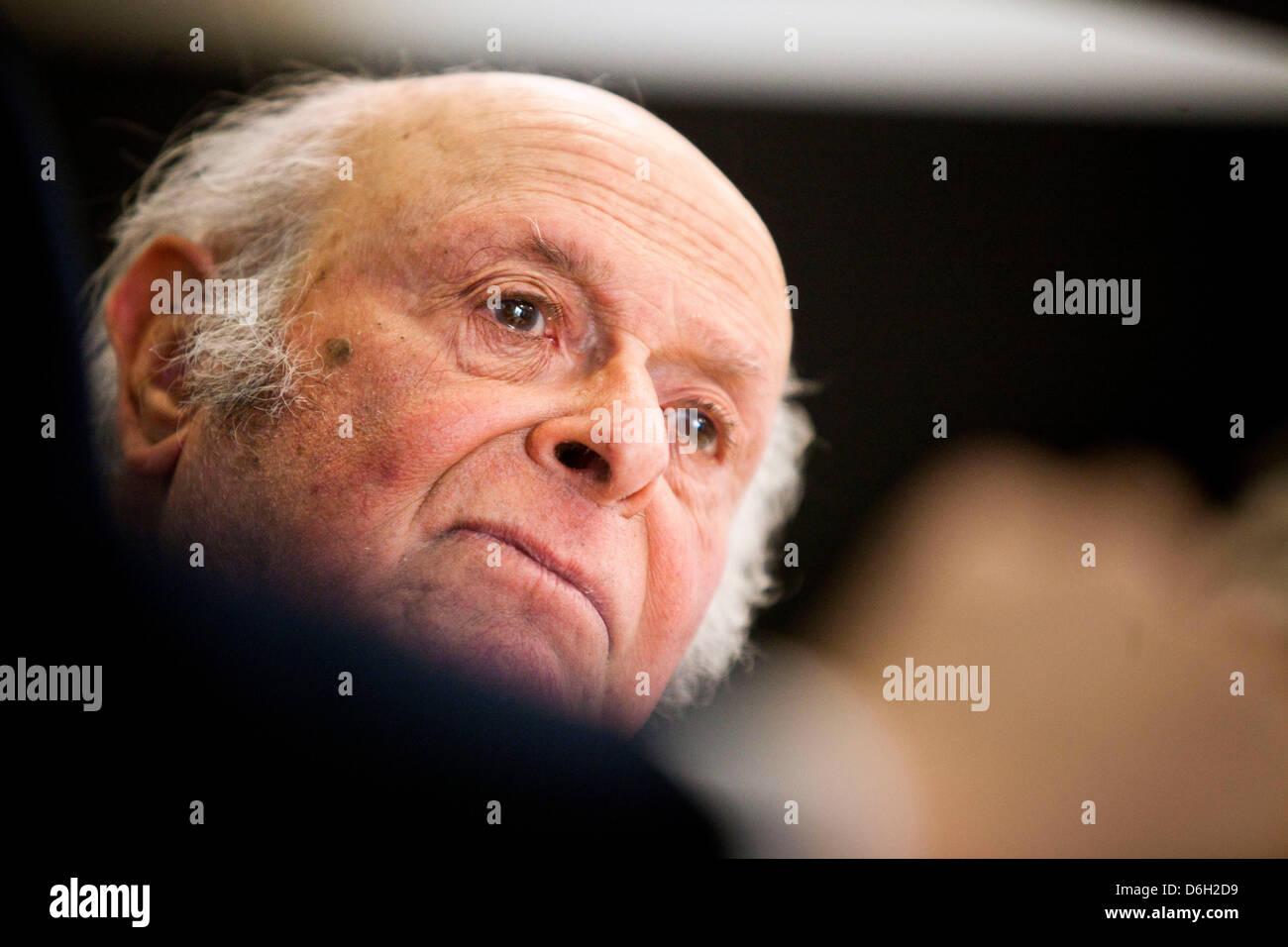 Buddy Elias (86, C), Cousin von Anne Frank, sitzt im Rahmen einer ...
