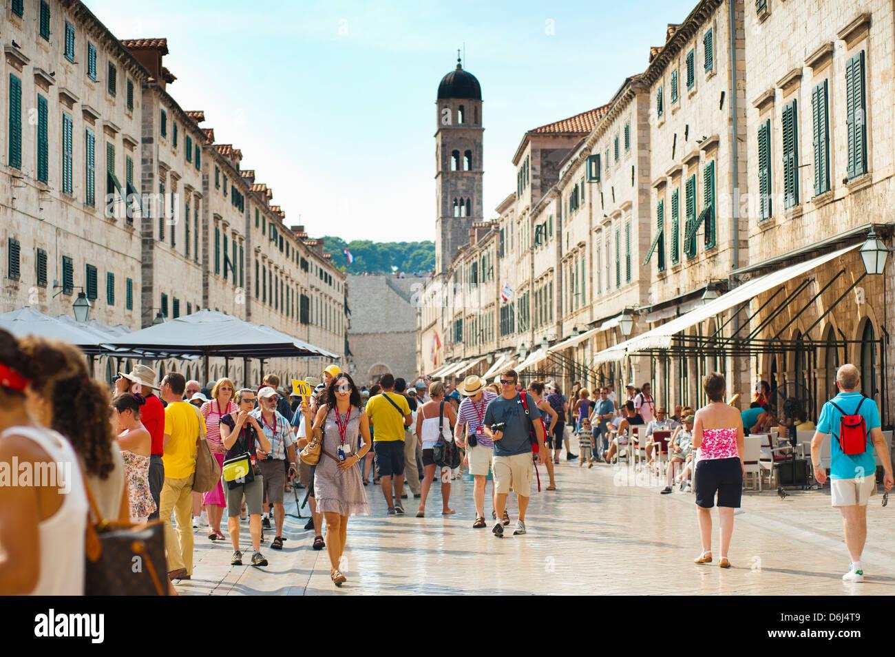 Dubrovnik City Tour auf Stradun, UNESCO-Weltkulturerbe, Altstadt von Dubrovnik, Dubrovnik, Kroatien Stockbild