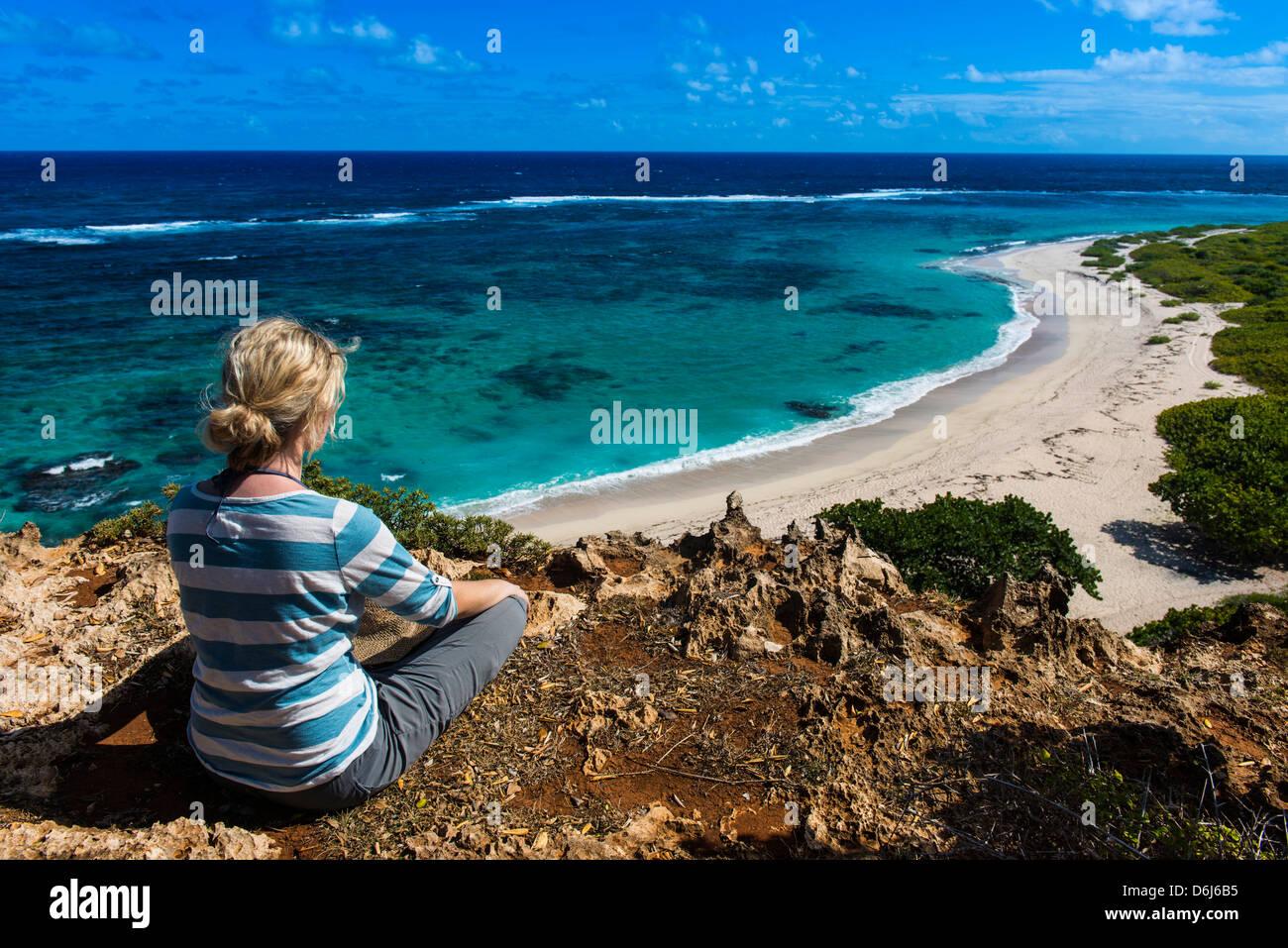 Touristen genießen die schöne Landschaft von Barbuda, Antigua und Barbuda, West Indies, Karibik, Mittelamerika Stockbild