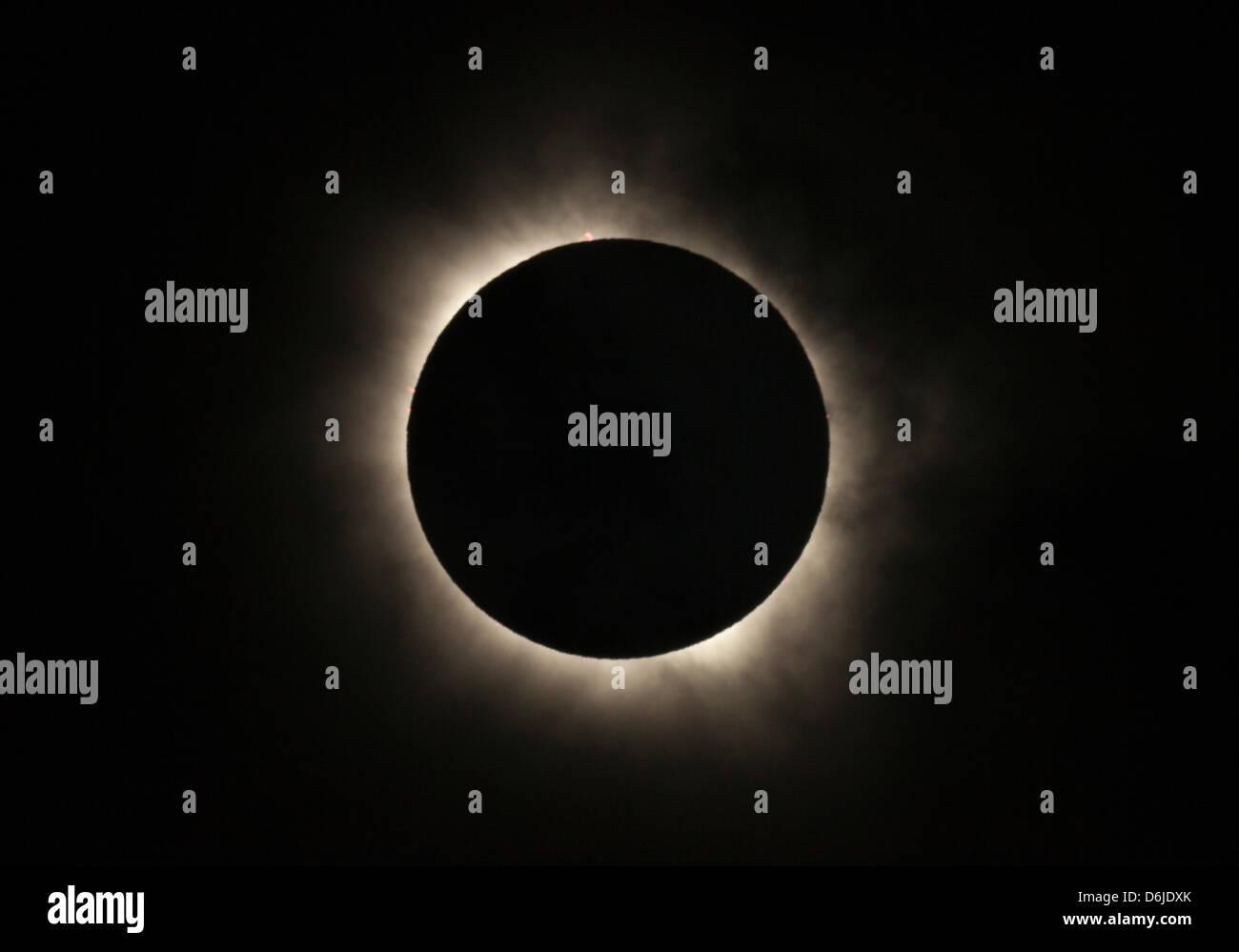 Totale Sonnenfinsternis mit Sonneneruptionen sichtbar, 13. November 2012 von Nord-Queensland, Palm Cove, Cairns, Stockbild