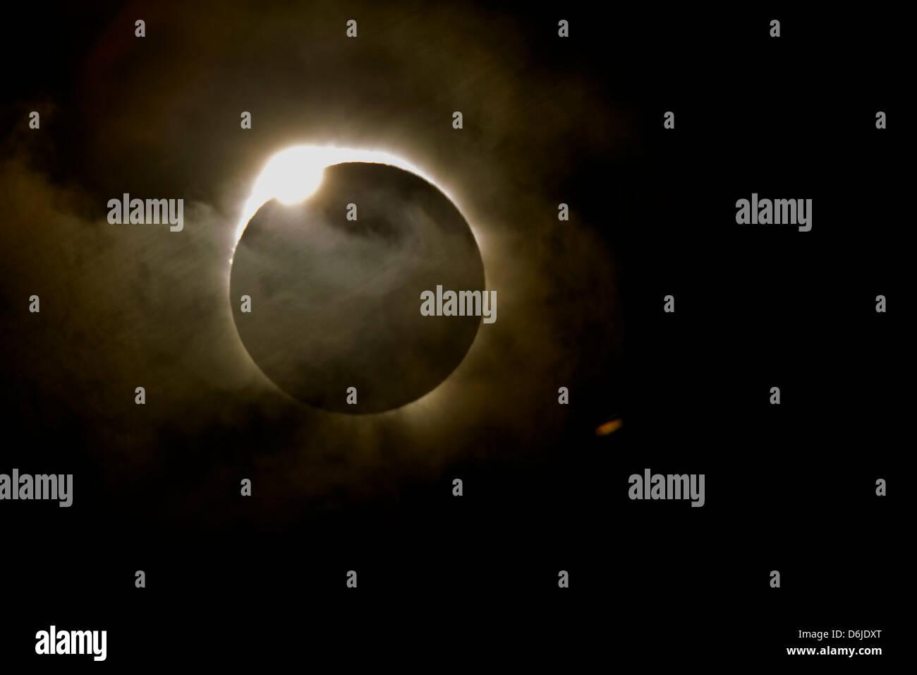 Diamant-Ring-Effekt während der totalen Sonnenfinsternis die Sonne am 13. November 2012 von Nord-Queensland, Stockbild