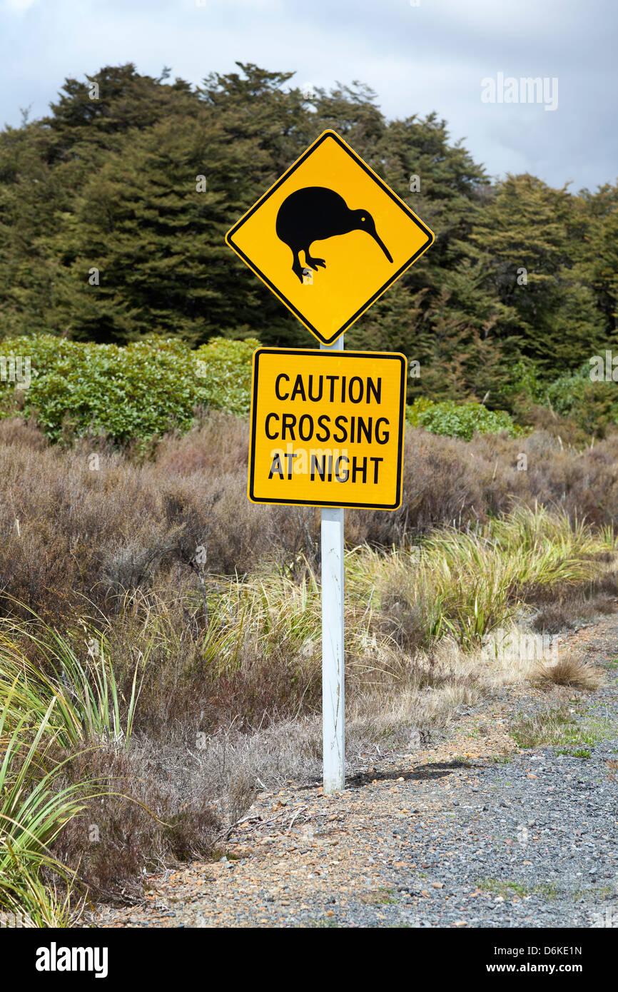 Kiwi-Zeichen in der Nähe der Straße, Northern Island, Neuseeland Stockbild