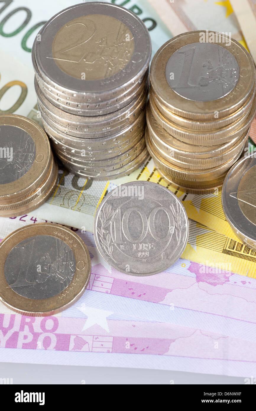 Berlin Deutschland Euro Noten Euromuenzen Und Ehemalige 100 Lira