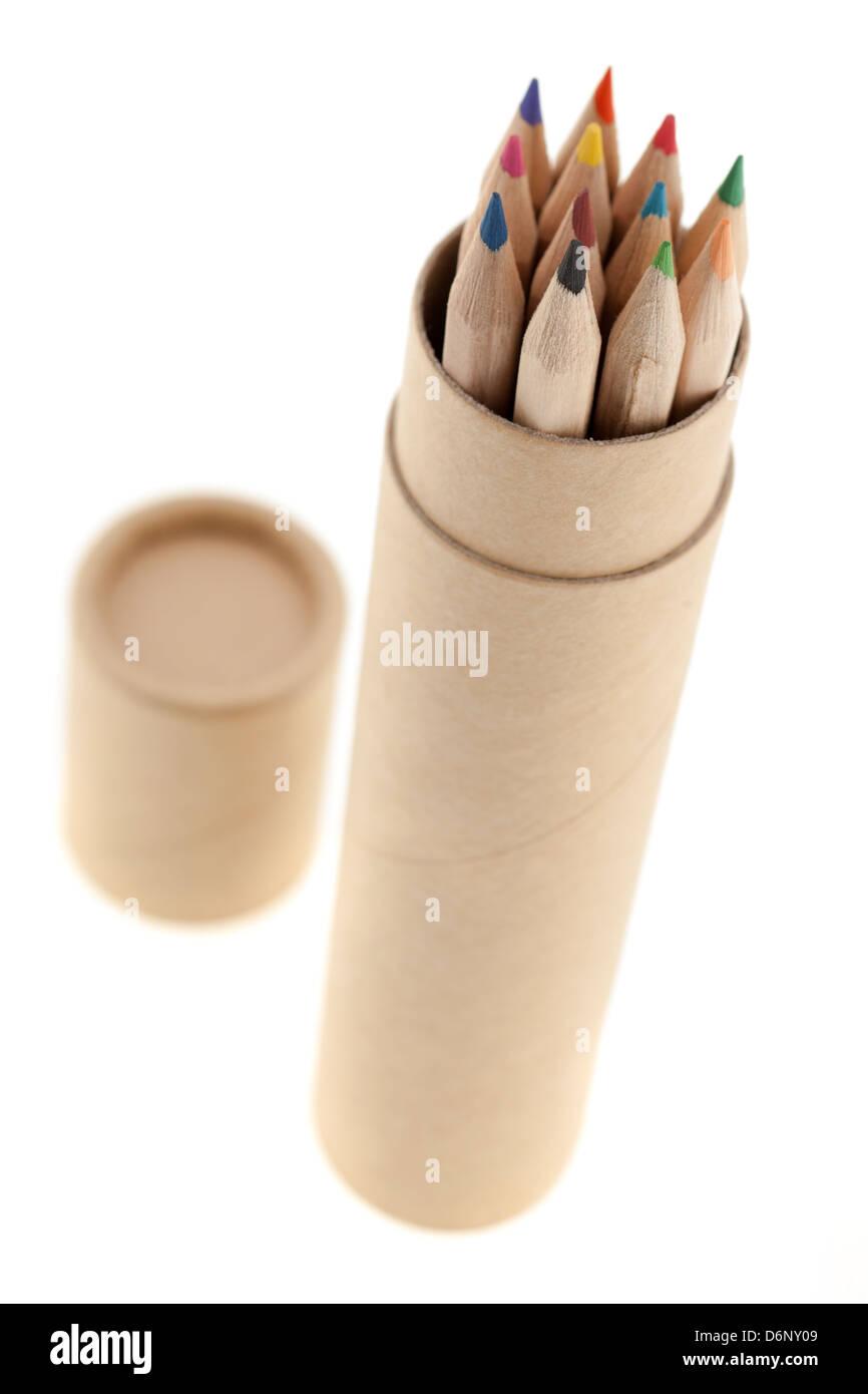 Pappe Stifthalter voller Buntstifte Stockbild