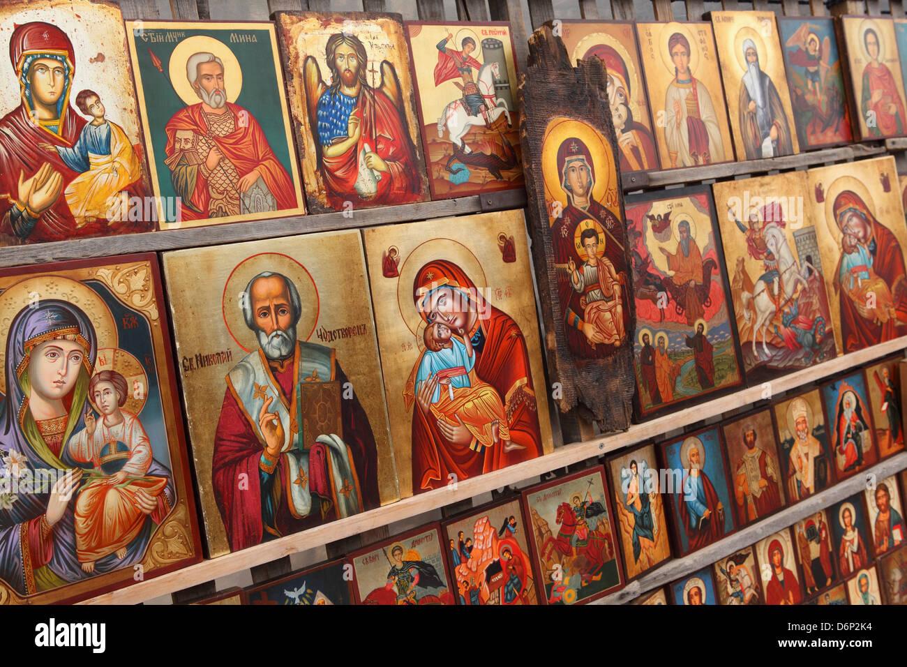 griechisch orthodoxe ikonen angeboten f r den verkauf au erhalb der alexander nevsky cathedral. Black Bedroom Furniture Sets. Home Design Ideas